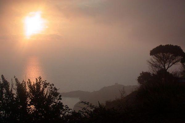 Morgenstimmung hoch über dem Meer