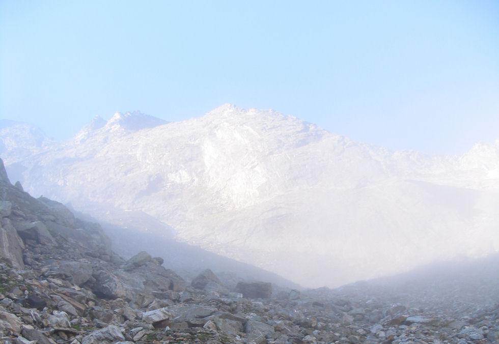 Morgenstimmung in den Bergen - Ende der Wolkendecke
