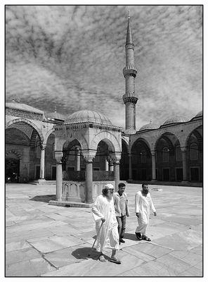 Moschee Innenhof (xl)