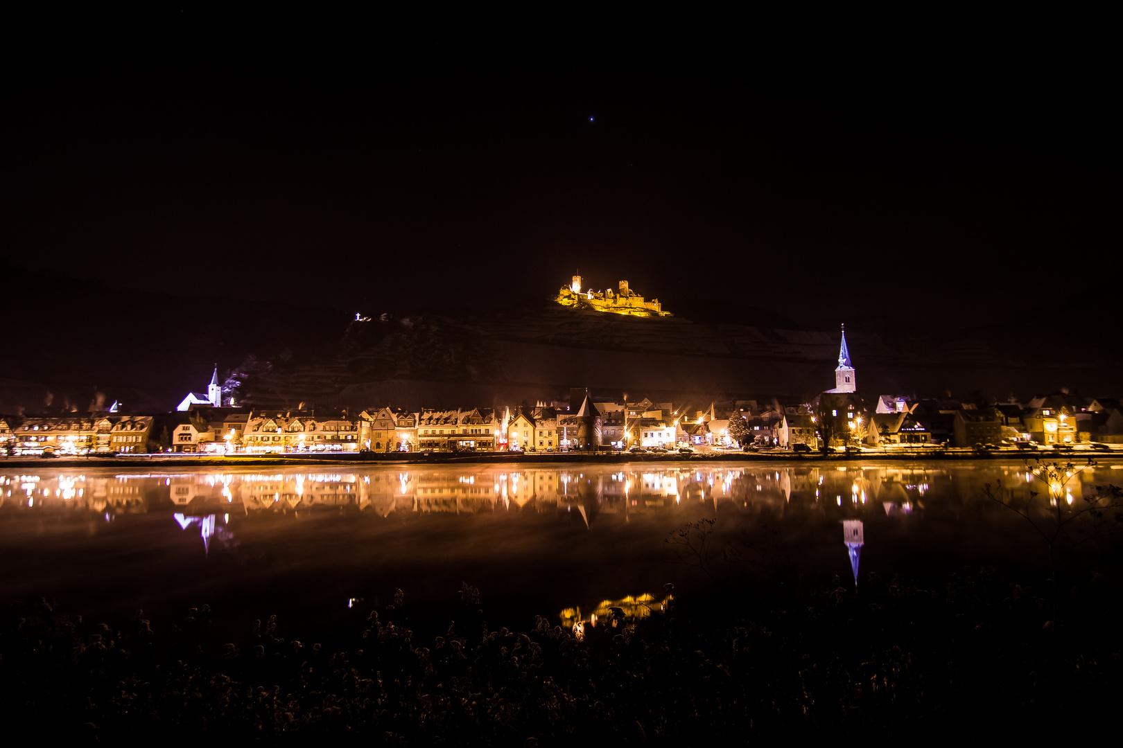 Mosel mit Burg Thurant bei Nacht