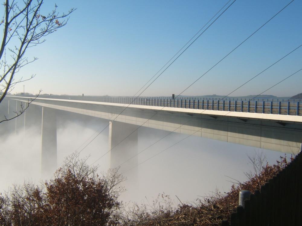 Moselbrücke im Nebel (D)