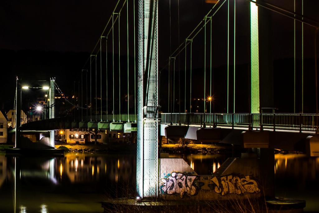 Moselbrücke Wehlen bei Nacht III