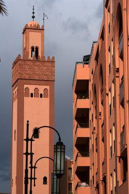 mosquée moderne dans GUELIZ AVANT L'ORAGE