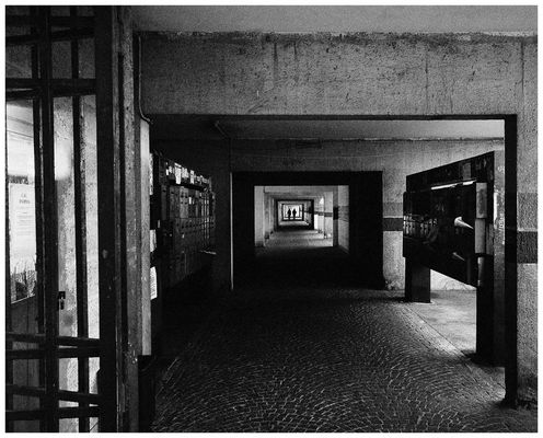 """Mostra collettiva """"Geometrie periferiche"""" - 3. Prigioni metropolitane"""