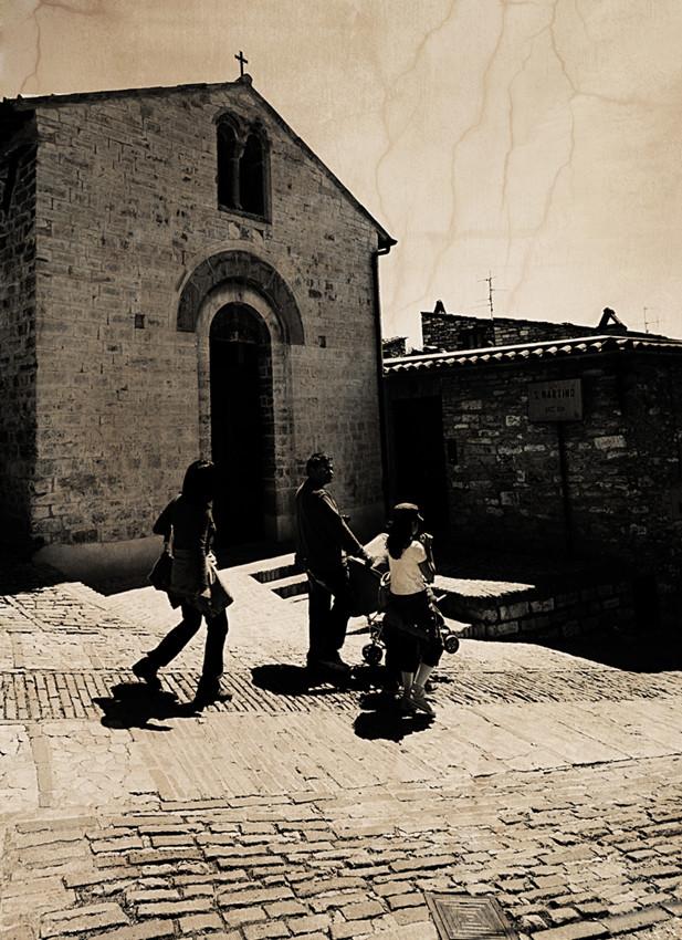 """Mostra collettiva: """"Tra le mura di Assisi"""" - 2. Passeggino al seguito"""