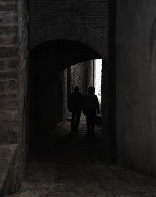 """Mostra collettiva: """"Tra le mura di Assisi"""" - 4. Together in the dark"""