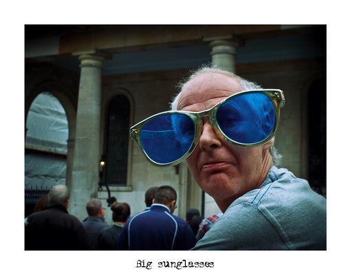 """Mostra online di Alberto Busini: """"Londra in breve"""" - 3. Big sunglasses"""
