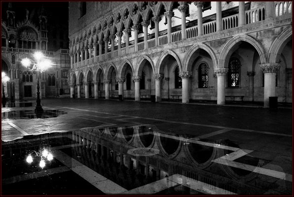 "Mostra online di Alvise Caburlotto ""Particolari e dintorni"" - 1. Acqua alta notturna"