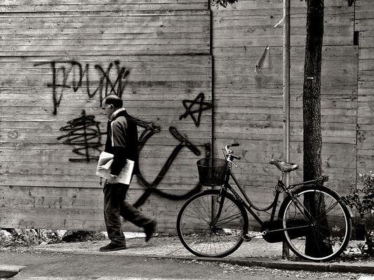 """Mostra online di Andrea Gasparro: """"Essere uomini"""" - 3. Bici&Martello"""
