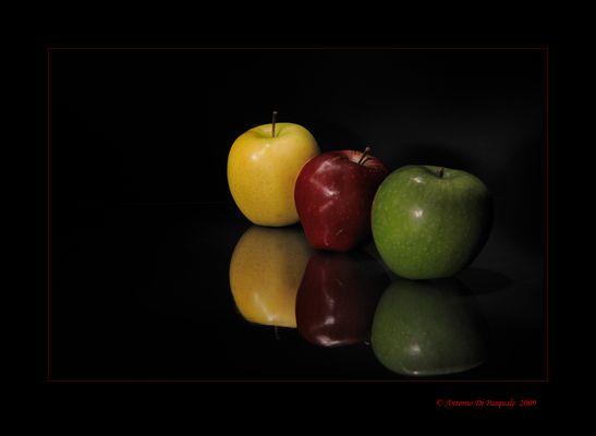 Mostra online di Antonio Di Pasquale - 1. Colored Apples