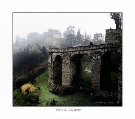 "Mostra online di Antonio Peschiulli ""Bergamo Alta"" - 10. Porta San Giacomo"