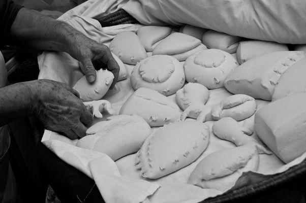 """Mostra online di Carlo Atzori """"Fare il pane in casa"""" - 2. Un cesto di pane da cuocere"""