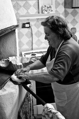 """Mostra online di Carlo Atzori """"Fare il pane in casa"""" - 4. La pala"""