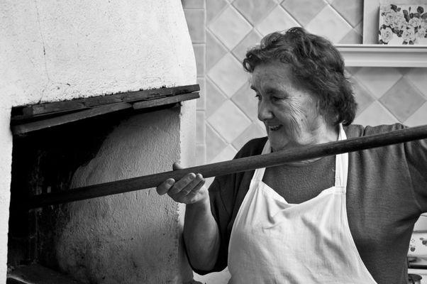 """Mostra online di Carlo Atzori """"Fare il pane in casa"""" - 6. Il sorriso di mia madre"""