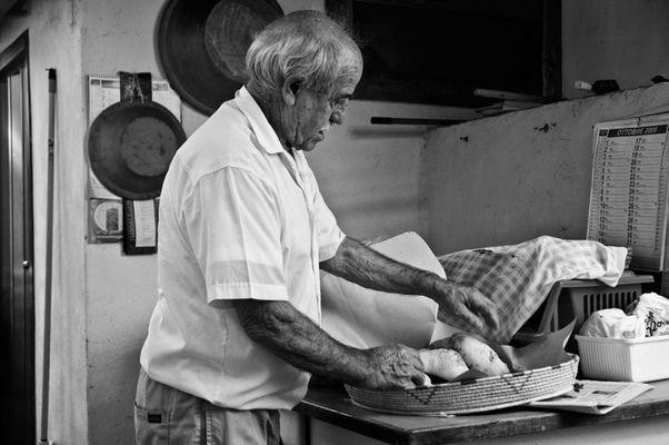 """Mostra online di Carlo Atzori """"Fare il pane in casa"""" - 7. Gesti"""