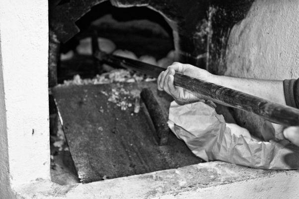 """Mostra online di Carlo Atzori """"Fare il pane in casa"""" - 8. Il forno"""