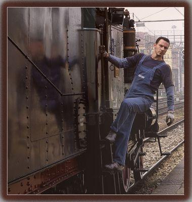 Mostra online di Carlo Ferraroni: Treni - 5. Specchietto retrovisore