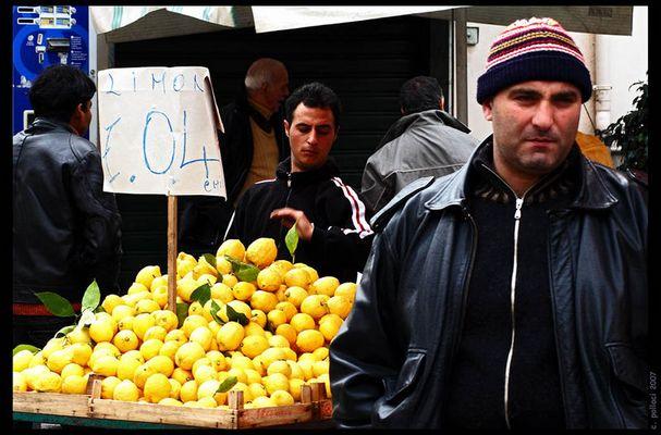 """Mostra online di Carlo Pollaci: """"Ballarò night and day"""" - 8. Limoni € 0,49 al kilo"""