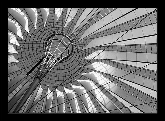"""Mostra online di D. Corrà """"Leggère... tra le righe"""" - 4. Il cielo sopra (Sony Center di) Berlino"""