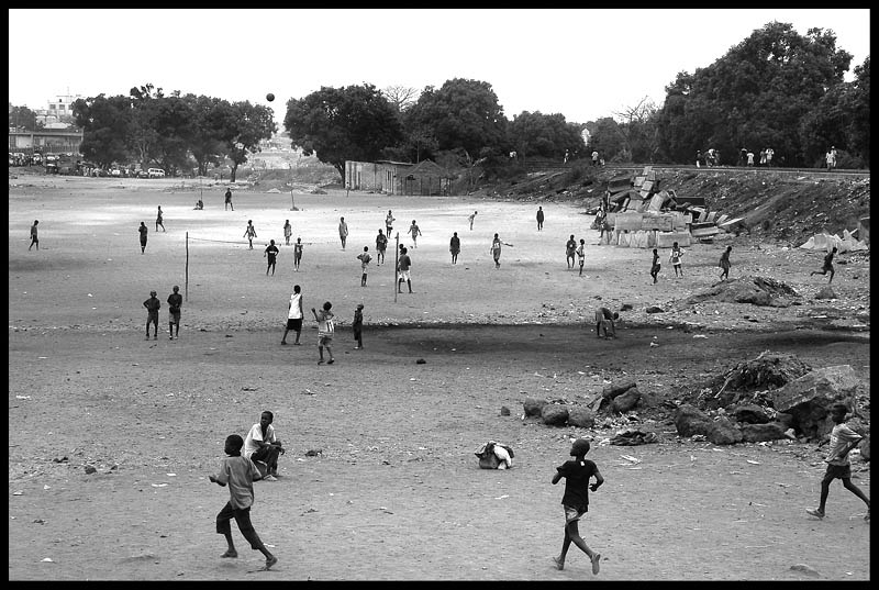 """Mostra online di Marco Pavani: """"Per le strade della Guinea"""" - 4. Stadio olimpico"""