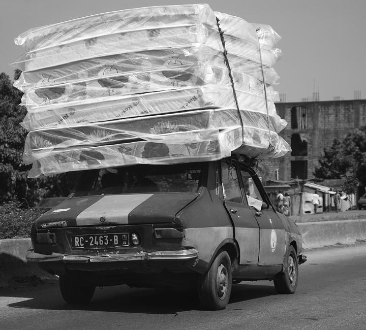 """Mostra online di Marco Pavani: """"Per le strade della Guinea"""" - 5. Sleeping car"""