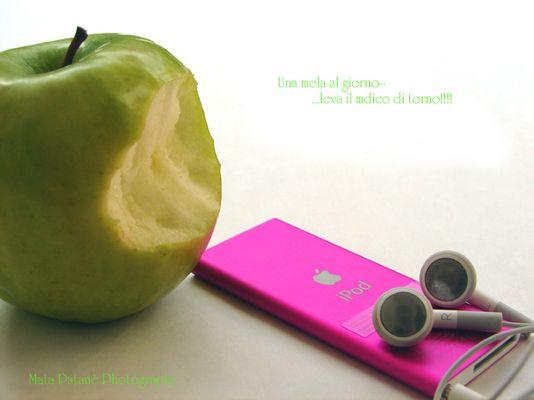 """Mostra online di Mata Patanè: """"I mille volti della frutta"""" - 2. Una mela al giorno..."""