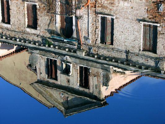 """Mostra online di Maureen Ross """"Chioggia allo specchio"""" - 5. Antico palazzo"""