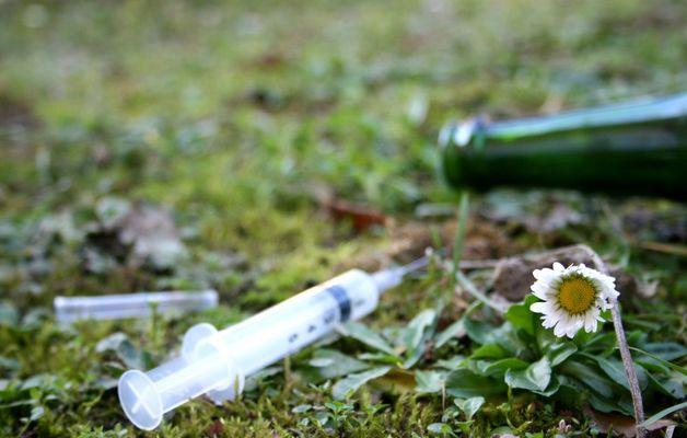 """Mostra online di Nadia Sacenti: """"Quando il cuore..."""" - 6. Alcool e droga"""