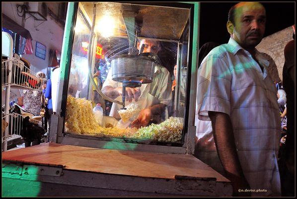 """Mostra online di Natale De Risi """"La Medina et le nuits de Ramadan"""" - 7. Il venditore di popcorn"""