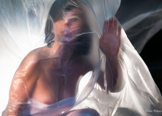 """Mostra online di Paola Pittori: """"Donna: Senso e Sacralità"""" - 3. Prigioniera della Forma"""