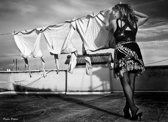 """Mostra online di Paola Pittori: """"Donna: Senso e Sacralità"""" - 5. Malinconici Sussurri"""