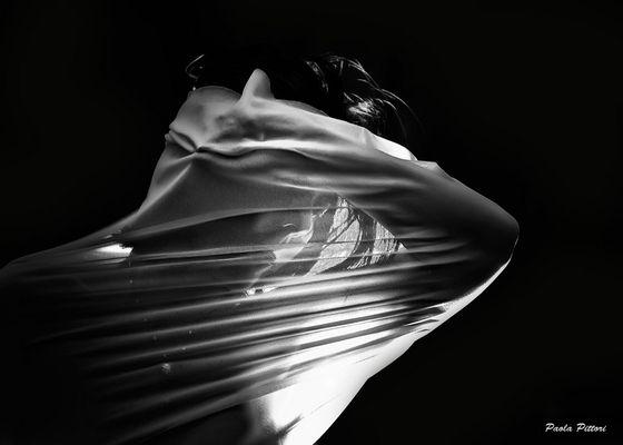"""Mostra online di Paola Pittori: """"Donna: Senso e Sacralità"""" - 6. Il Linguaggio del Silenzio"""