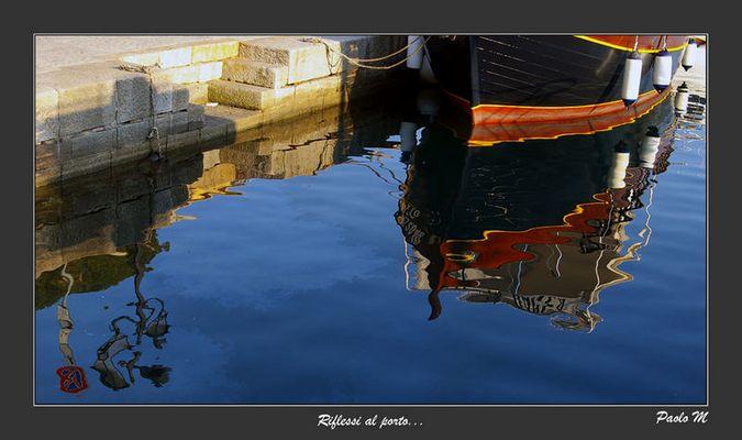 """Mostra online di Paolo Mugnai: """"Un giorno all'isola d'Elba"""" - 6. Riflessi al porto"""