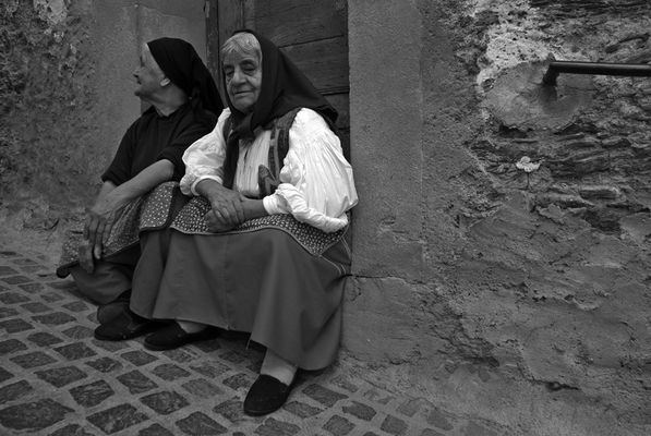 "Mostra online di Piero Putzu ""Amentos"" - 10. Donne di Desulo (NU)"