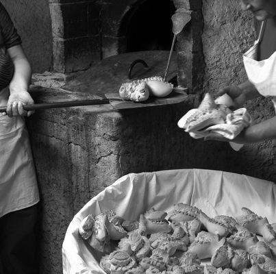 """Mostra online di Piero Putzu """"Amentos"""" - 2. Fare il pane in casa (Olmedo-SS)"""