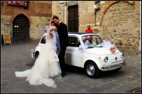 Mostra online di Stefania Ponzone - 8. Gli sposi? No, a me interessa la macchina!