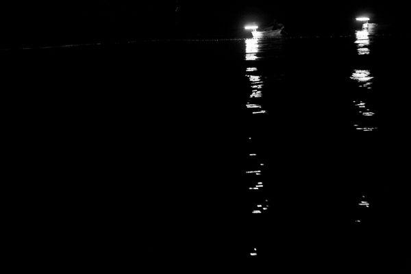 """Mostra online di Uta Theile """"L'arte della pesca nelle Cinque Terre"""" - 1. Luci nel buio"""