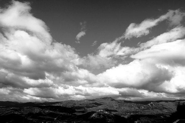 Moto di nuvole verso monte Altesina.