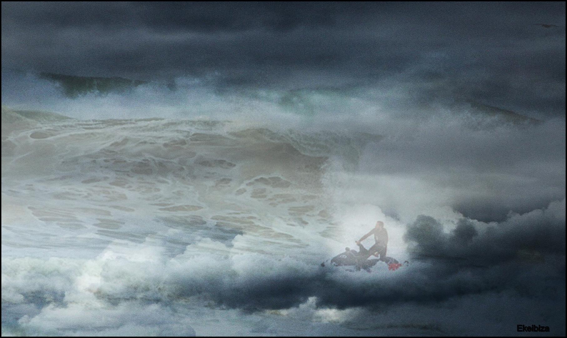 moto en las nubes