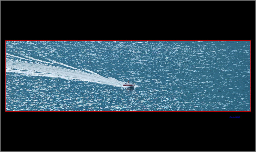 Motorboot im Luganer See.