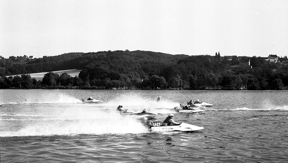 Motorboot-Rennen auf dem Baldeneysee 1962 by Hans-Jürgen G