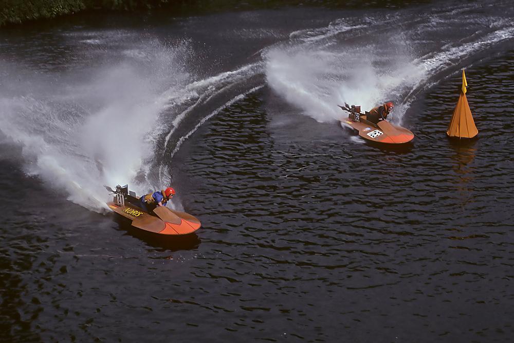 Motorboot-Rennen