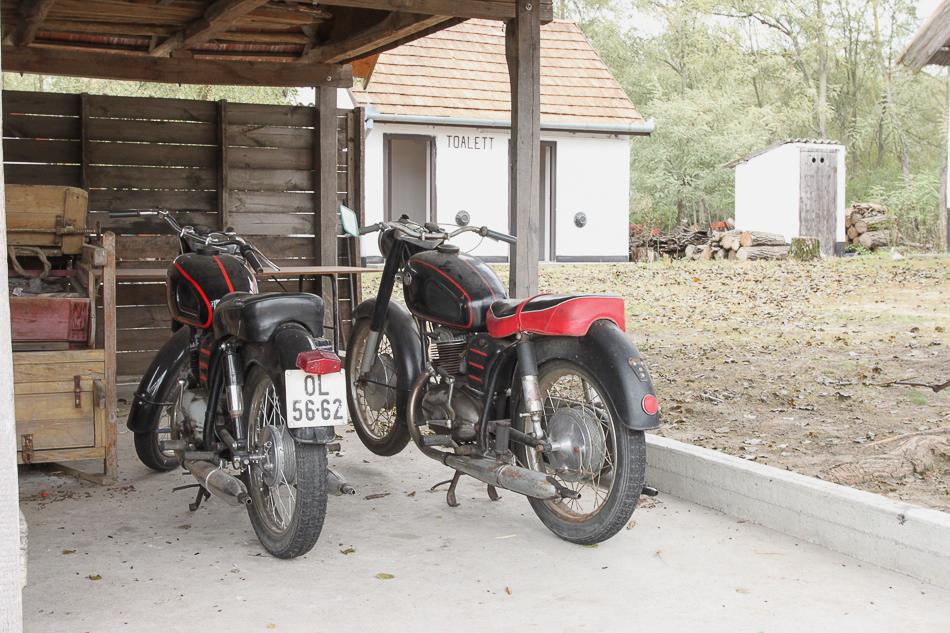 Motorrad Garage in der Pusta