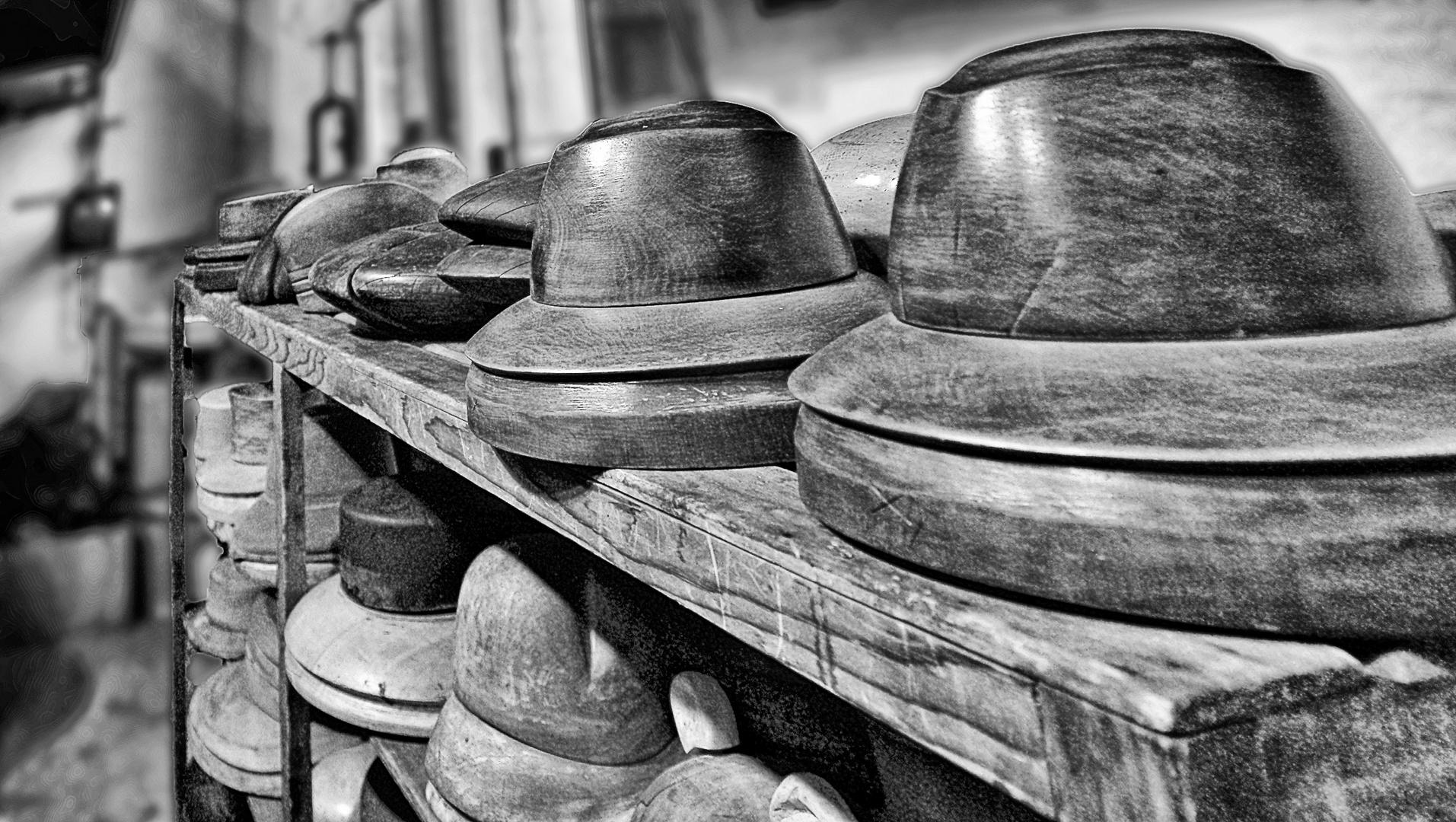 Moules à chapeau