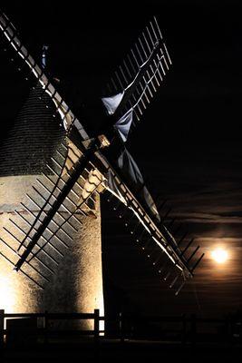 Moulin des Alouettes de nuit.