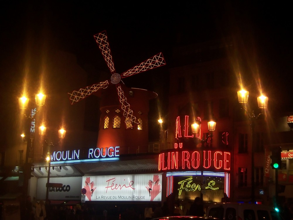 Moulin Rouge bei Nacht