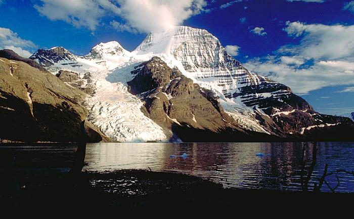 Mount Robson mit Berg Lake