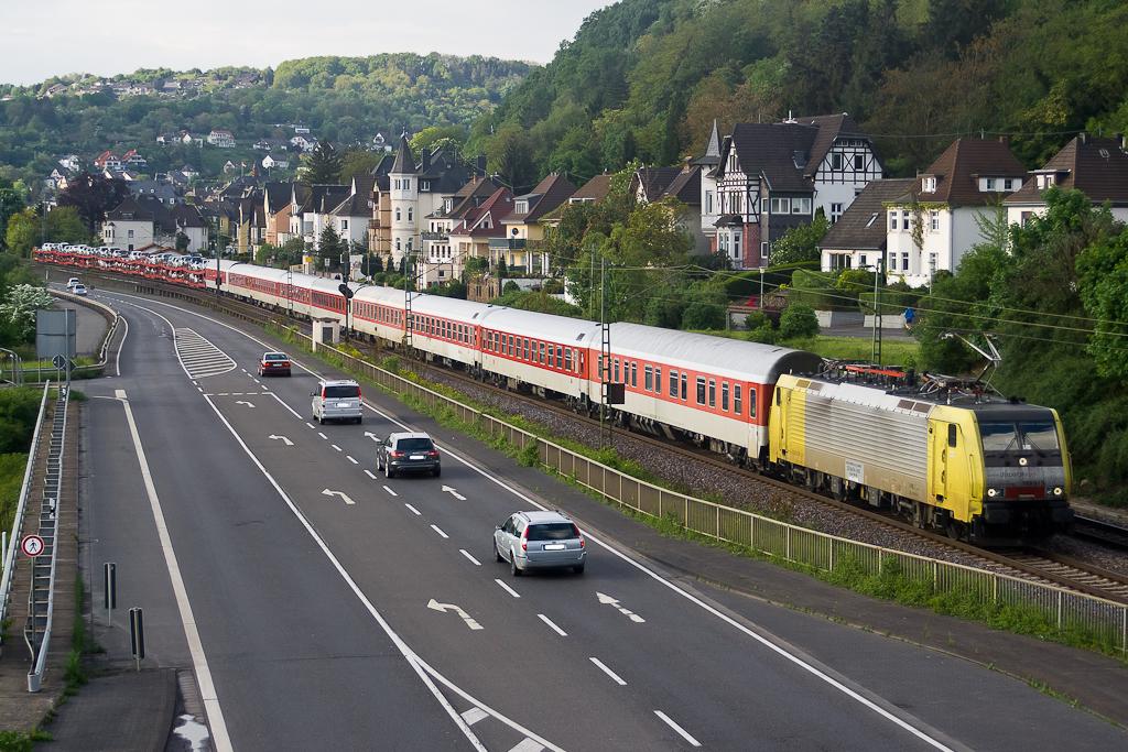 MRCEdispolok 189 915-2 / ES 64 F4 - 015 zieht einen DB Autozug bei Linz am Rhein