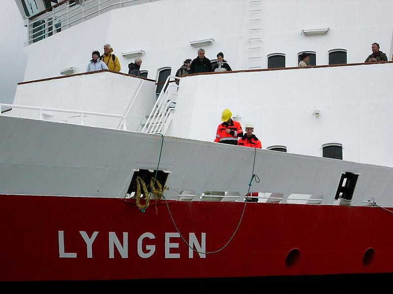 MS Lyngen wird am Kai festgemacht