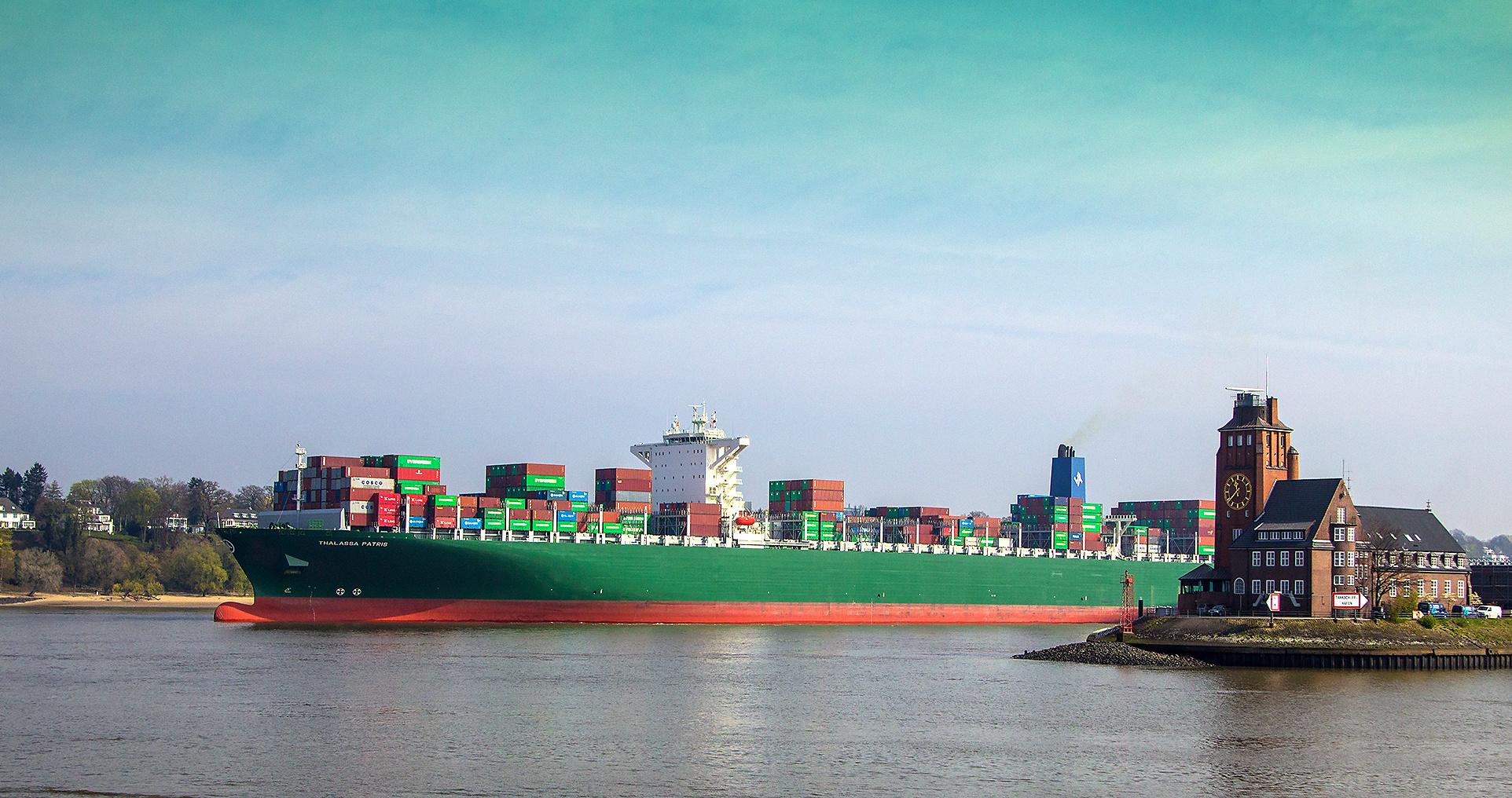 MS THALASSA PATRIS verlässt Hamburg